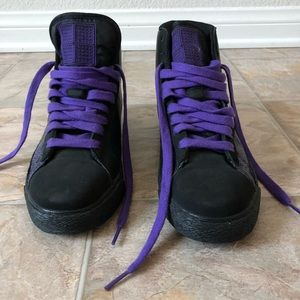 LIKE NEW NIKE BLACK AND PURPLE HIGH TOP SNEAKERS